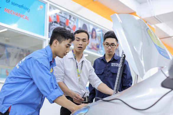 Loạt giảng đường thú vị của sinh viên Công nghệ kỹ thuật ô tô HUTECH - Ảnh 1.