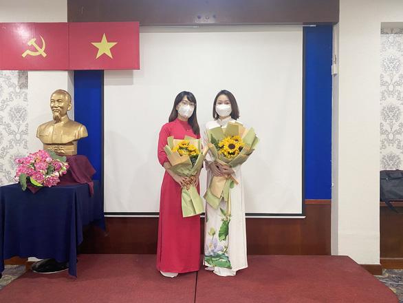 Kết nạp Đảng cho hai đoàn viên Bệnh viện Đa khoa Thanh Hóa đang chống dịch ở TP.HCM - Ảnh 1.