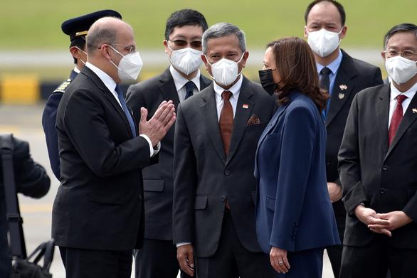 Phó tổng thống Mỹ đến Singapore, bắt đầu công du Đông Nam Á - Ảnh 2.