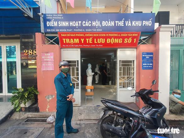 Vừa tới TP.HCM, người lính quân y liền đến nhà F0 khám bệnh - Ảnh 4.