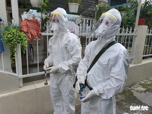 Vừa tới TP.HCM, người lính quân y liền đến nhà F0 khám bệnh - Ảnh 7.