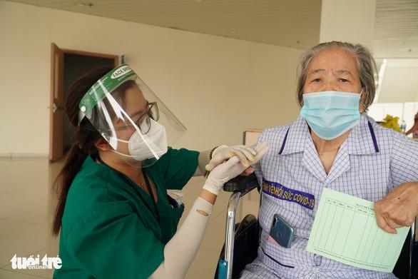 Cô gái Bến Tre ở Bệnh viện hồi sức COVID-19 TP.HCM - Ảnh 3.