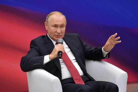 Ông Putin chỉ trích ý định đưa người tị nạn Afghanistan tới gần Nga - Ảnh 1.