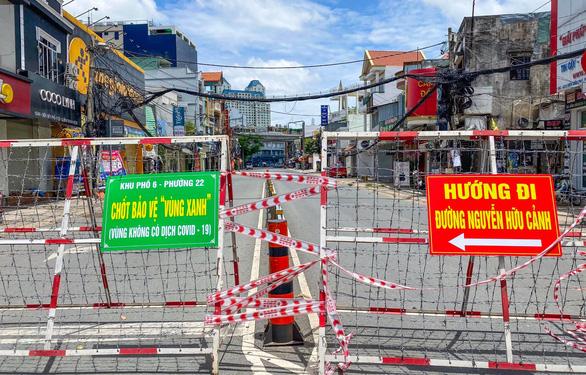 UBND TP.HCM chỉ thị khẩn: Yêu cầu giãn cách triệt để tại 312 xã phường - Ảnh 1.