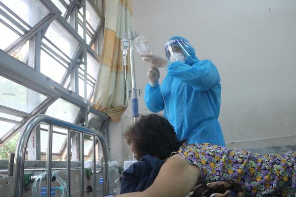 38 ngày, Bệnh viện dã chiến số 8 điều trị khỏi cho 10.000 bệnh nhân - Ảnh 1.