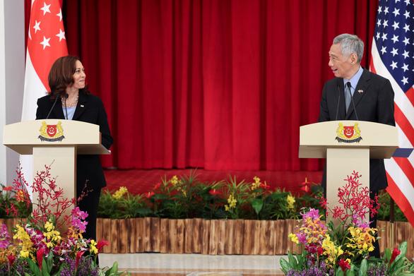 Thăm Singapore, bà Kamala Harris tái xác nhận cam kết của Mỹ ở Biển Đông - Ảnh 1.