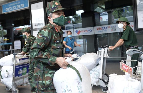 Thêm 1.100 bác sĩ, điều dưỡng, học viên Học viện quân y đến TP.HCM chống dịch - Ảnh 7.