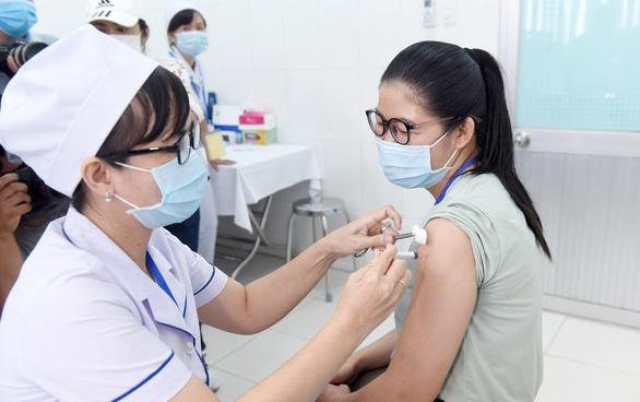 Vắc xin nội: Nếu được cấp phép lưu hành khẩn cấp... - Ảnh 2.
