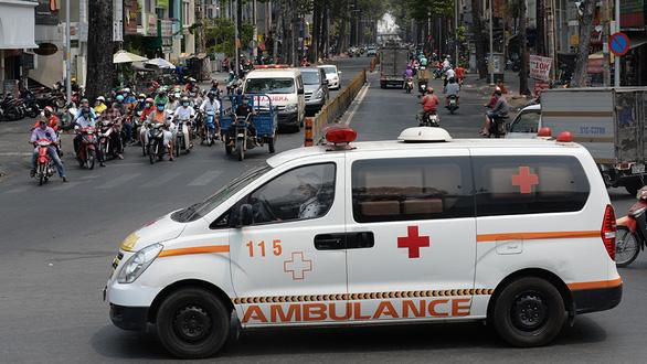 Đề xuất xe cứu thương tại TP.HCM không hú còi cả ngày lẫn đêm - Ảnh 1.