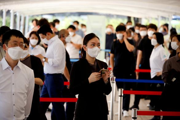 Hàn Quốc: Người nhiễm biến thể Delta có tải lượng virus gấp 300 lần phiên bản cũ - Ảnh 1.
