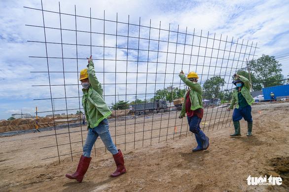 Ngừng tất cả các công trình xây dựng ở khu vực nguy cơ rất cao về COVID-19 - Ảnh 1.