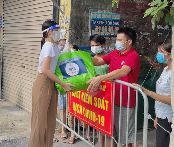 Việt Hương tiếp tục mua xe chở oxy hỗ trợ người dân - Ảnh 4.