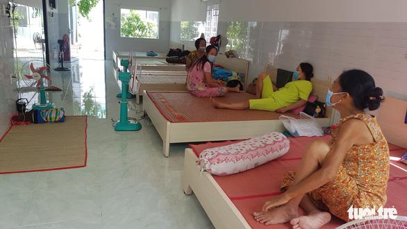 Châu Đốc đưa gần 80 người chạy thận nhân tạo vào khu nghỉ dưỡng - Ảnh 1.