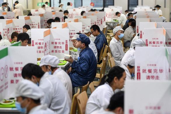 Dập đợt dịch mới sau 35 ngày, Trung Quốc đã làm như thế nào? - Ảnh 3.