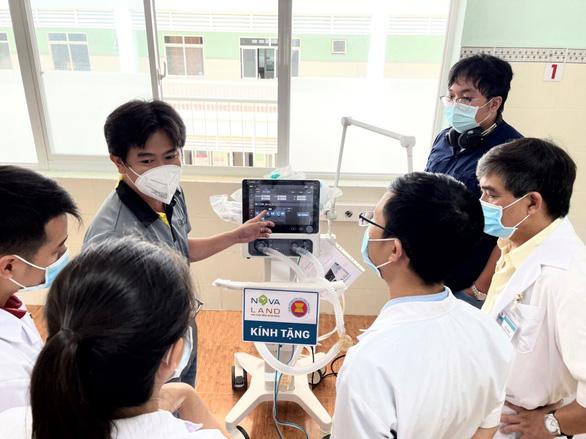 Lâm Đồng tiếp nhận 130 máy oxy dòng cao và máy thở - Ảnh 1.