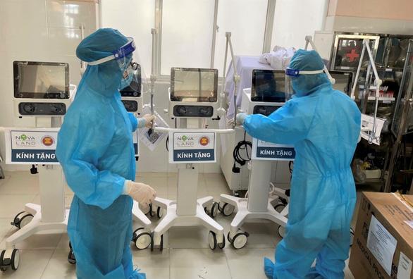 Lâm Đồng tiếp nhận 130 máy oxy dòng cao và máy thở - Ảnh 2.