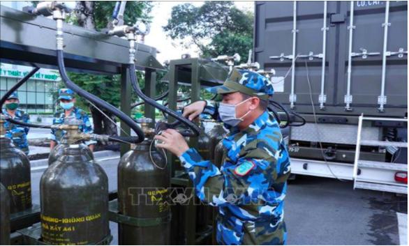 Quân đội triển khai trạm sản xuất oxy lưu động sẵn sàng hỗ trợ TP.HCM - Ảnh 2.