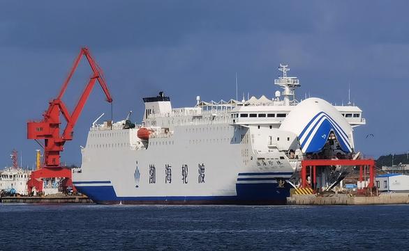 Trung Quốc tăng cấp độ tập trận gần Đài Loan, dùng tàu 16.000 tấn - Ảnh 1.