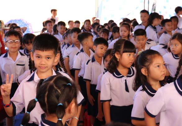 Cà Mau dừng tổ chức khai giảng năm học mới do dịch lan nhanh - Ảnh 1.