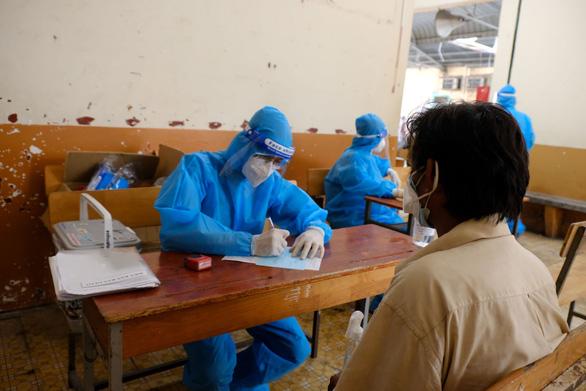 Hơn 100 người lang thang, cơ nhỡ có chỗ ở, được chăm sóc và tiêm vắc xin - Ảnh 5.