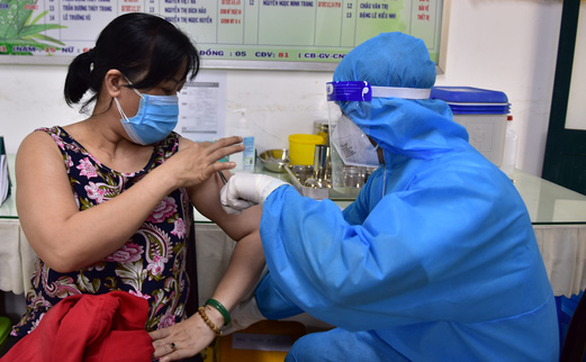 WHO: Thông tin sai lệch, người dân do dự tiêm vắc xin, khiến đại dịch COVID-19 kéo dài - Ảnh 1.