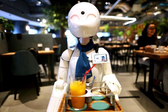 Quán cà phê robot do người khuyết tật điều khiển - Ảnh 1.
