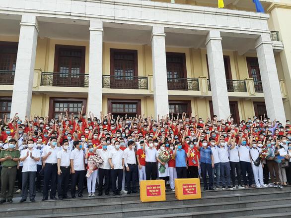 Thái Bình tiếp tục chi viện hơn 300 cán bộ, sinh viên ngành y vào Nam chống dịch - Ảnh 1.