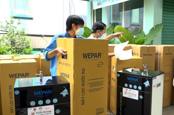 Tặng 75 máy lọc nước cho 3 Bệnh viện Nguyễn Tri Phương, Nguyễn Trãi và Hùng Vương - Ảnh 2.