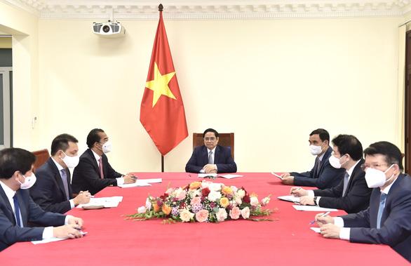 Thủ tướng Phạm Minh Chính đề nghị Bỉ ưu tiên viện trợ, nhượng vắc xin cho Việt Nam - Ảnh 1.