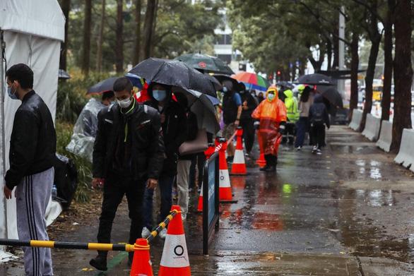 New South Wales có kỷ lục ca nhiễm trong 1 ngày dù đã phong tỏa 2 tháng - Ảnh 1.