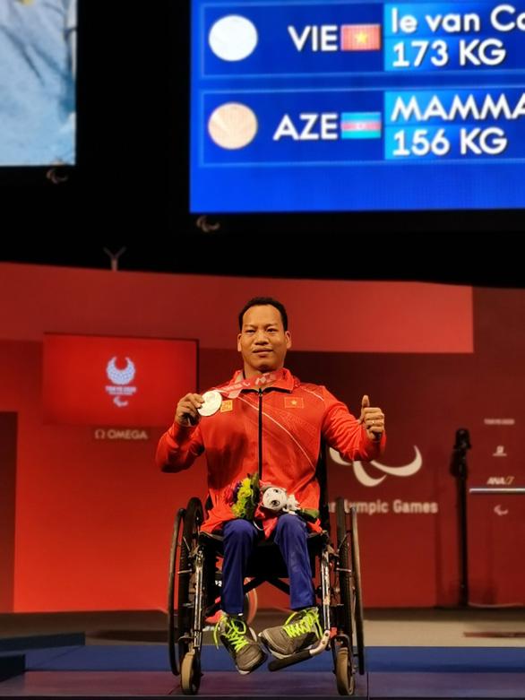 Paralympic Tokyo 2020: Chiếc huy chương bạc quý giá của Lê Văn Công - Ảnh 1.