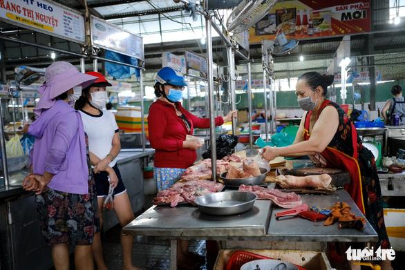 Chủ tịch Đà Nẵng thống nhất khôi phục hoạt động chợ truyền thống - Ảnh 1.