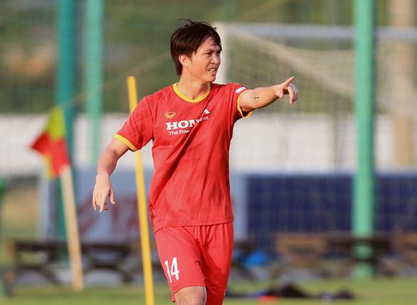 Vòng loại cuối cùng World Cup 2022: Ông Park vẫn bận tâm với tuyến giữa - Ảnh 1.