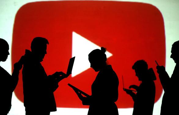 YouTube xóa hơn 1 triệu video chứa thông tin sai về COVID-19 - Ảnh 1.