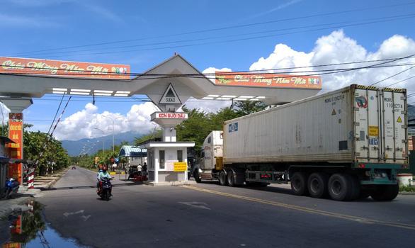 Khánh Hòa cấm tùy tiện lập chốt kiểm soát dịch, xe chở hàng đủ giấy tờ phải được qua chốt ngay - Ảnh 1.