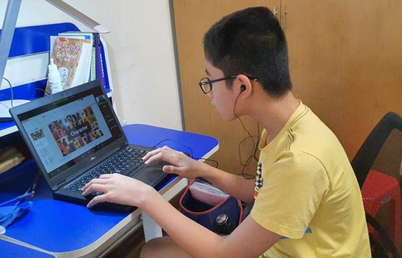 Trường học ở TP.HCM làm ATM điện thoại - máy tính giúp học sinh nghèo - Ảnh 1.