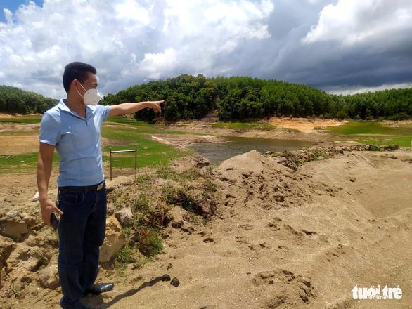 Mục sở thị 'công trường' khai thác cát trái phép trên sông Rác - Ảnh 1.