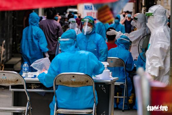 Hà Nội: Thiết lập vùng cách ly y tế với 1.900 dân phường Giáp Bát - Ảnh 1.