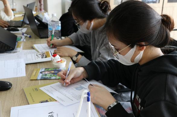 Vào học tại GDU, sinh viên bớt nỗi lo học phí - Ảnh 2.