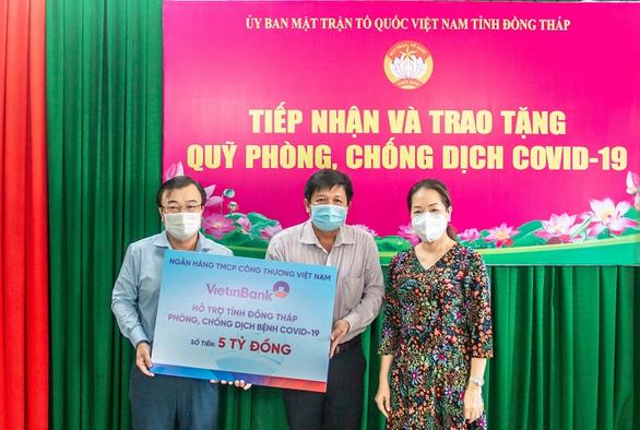 VietinBank hỗ trợ hơn 27 tỉ đồng cho 5 tỉnh phía Nam - Ảnh 1.