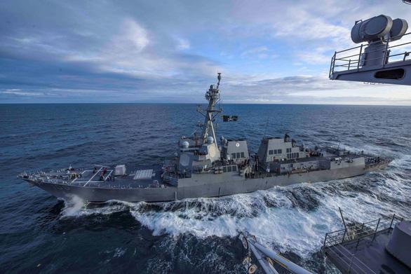 Tàu Mỹ đi qua eo biển Đài Loan - Ảnh 1.