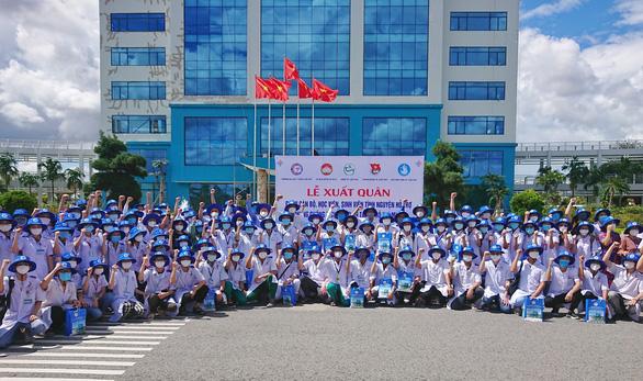 Đoàn 250 cán bộ và sinh viên y khoa Cần Thơ hỗ trợ TP.HCM chống dịch - Ảnh 1.