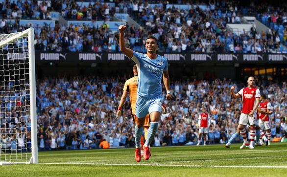 Thắng '5 sao', Man City đẩy Arsenal lún sâu vào khủng hoảng - Ảnh 2.