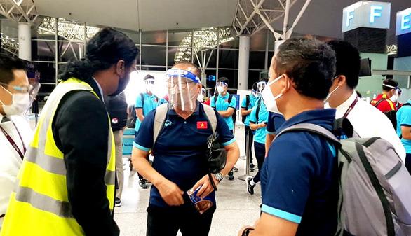 Đội tuyển Việt Nam lên đường đến Saudi Arabia, chủ nhà bố trí máy bay riêng đón từ Qatar - Ảnh 1.