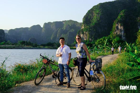 Nhiều hướng dẫn viên du lịch chưa nhận được hỗ trợ do vướng thủ tục - Ảnh 1.