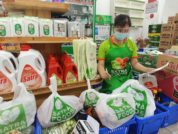 Chuyện về lực lượng đi chợ hộ ở một siêu thị - Ảnh 2.