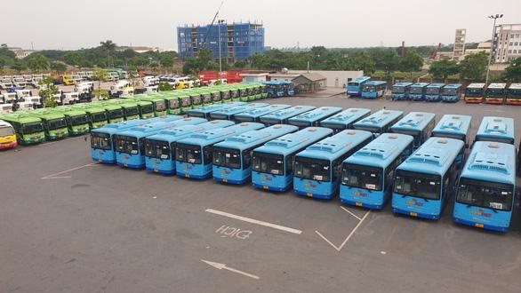 Hà Nội sẽ huy động thêm xe tải, xe buýt khi hơn 30.000 người mắc COVID-19 - Ảnh 1.