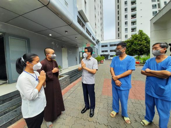 Phó thủ tướng Vũ Đức Đam: Tình nguyện viên tôn giáo như liều thuốc tinh thần cho bệnh nhân COVID-19 - Ảnh 1.