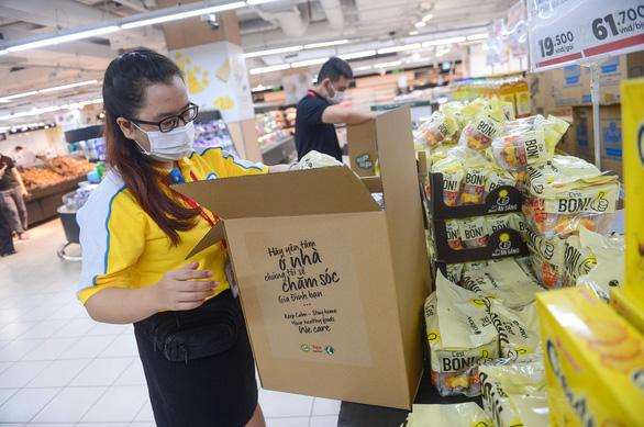 Thêm 20.000 giấy đi đường cho nhân viên siêu thị, cửa hàng thực phẩm - Ảnh 1.