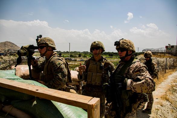 Mỹ bắt đầu rút quân khỏi sân bay Kabul - Ảnh 1.